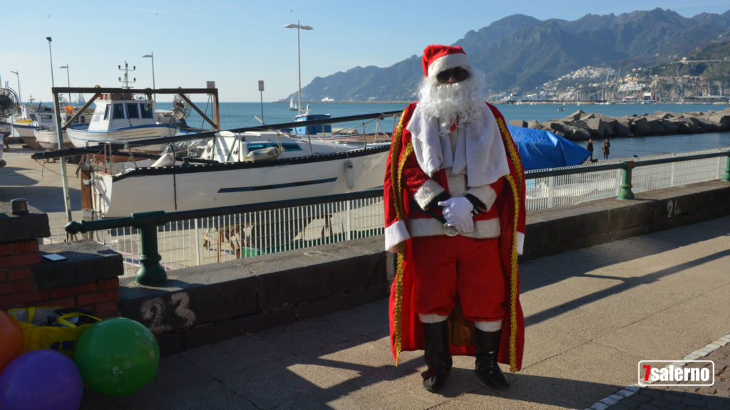 Babbo Natale viene dal mare Salerno, Spiaggia santa Teresa Fotoreporter Gambardella Sevensalerno