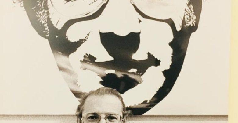 Filiberto Menna dinanzi al proprio ritratto- Foto di Pino Grimaldi, 1973