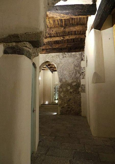 Palazzo_pinto_Salerno-interno-decorazioni-in-pietra