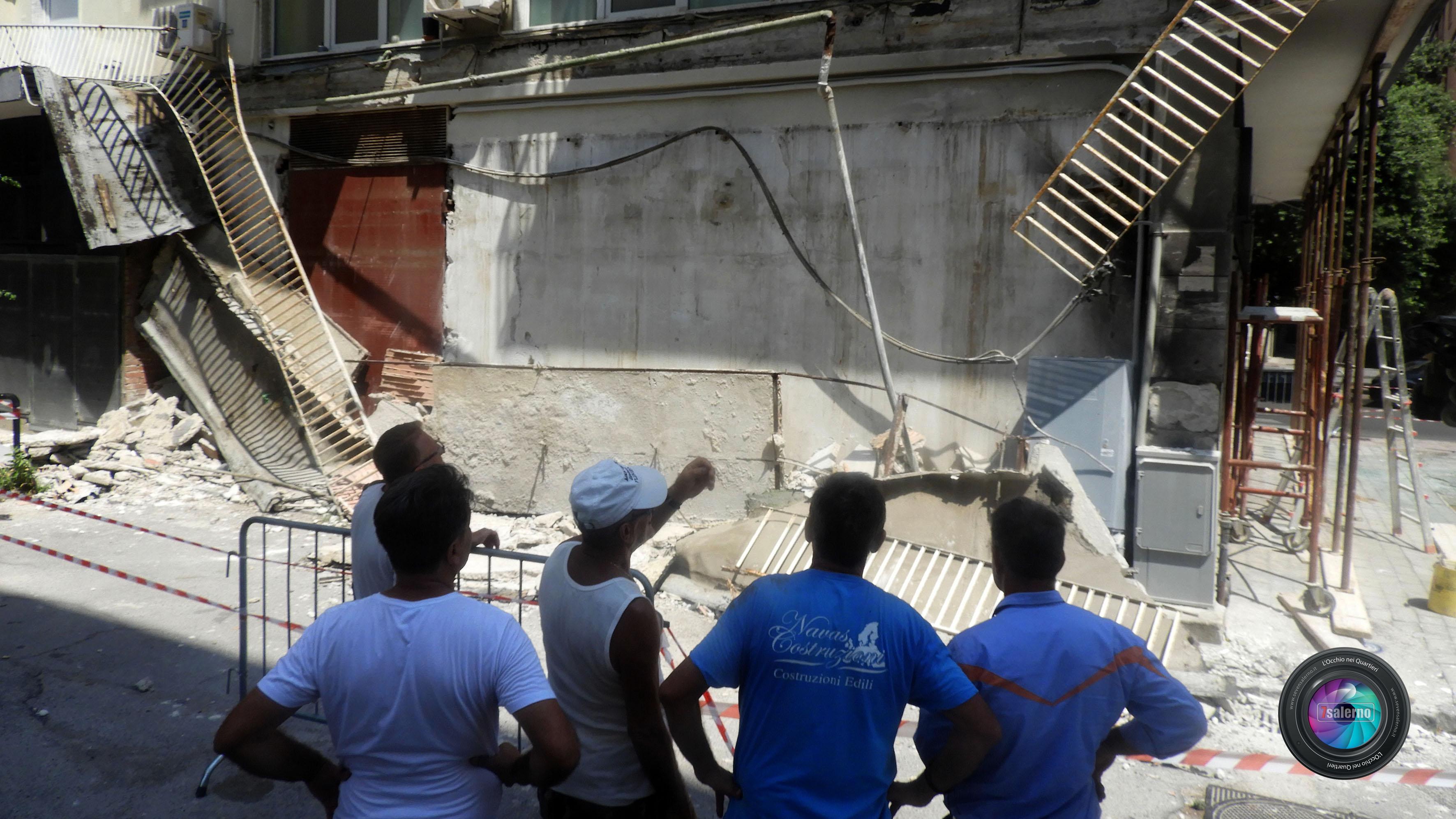Salerno, Crollo Balcone via Russo- Fotoreporter G.Gambardella -L'Occhio nei Quartieri