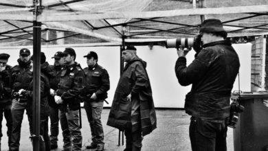 Photo of Paolo Pellegrin firma il Calendario 2020 della Polizia di Stato