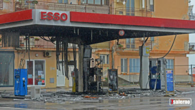 Photo of Salerno, incendiato il distributore ESSO
