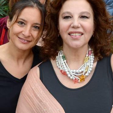Stefania Sandrelli nel ruolo di Giulia Torchiara imprenditrice Elena DeSantis nel ruolo di Imma moglie di Vittorio D'Andrea