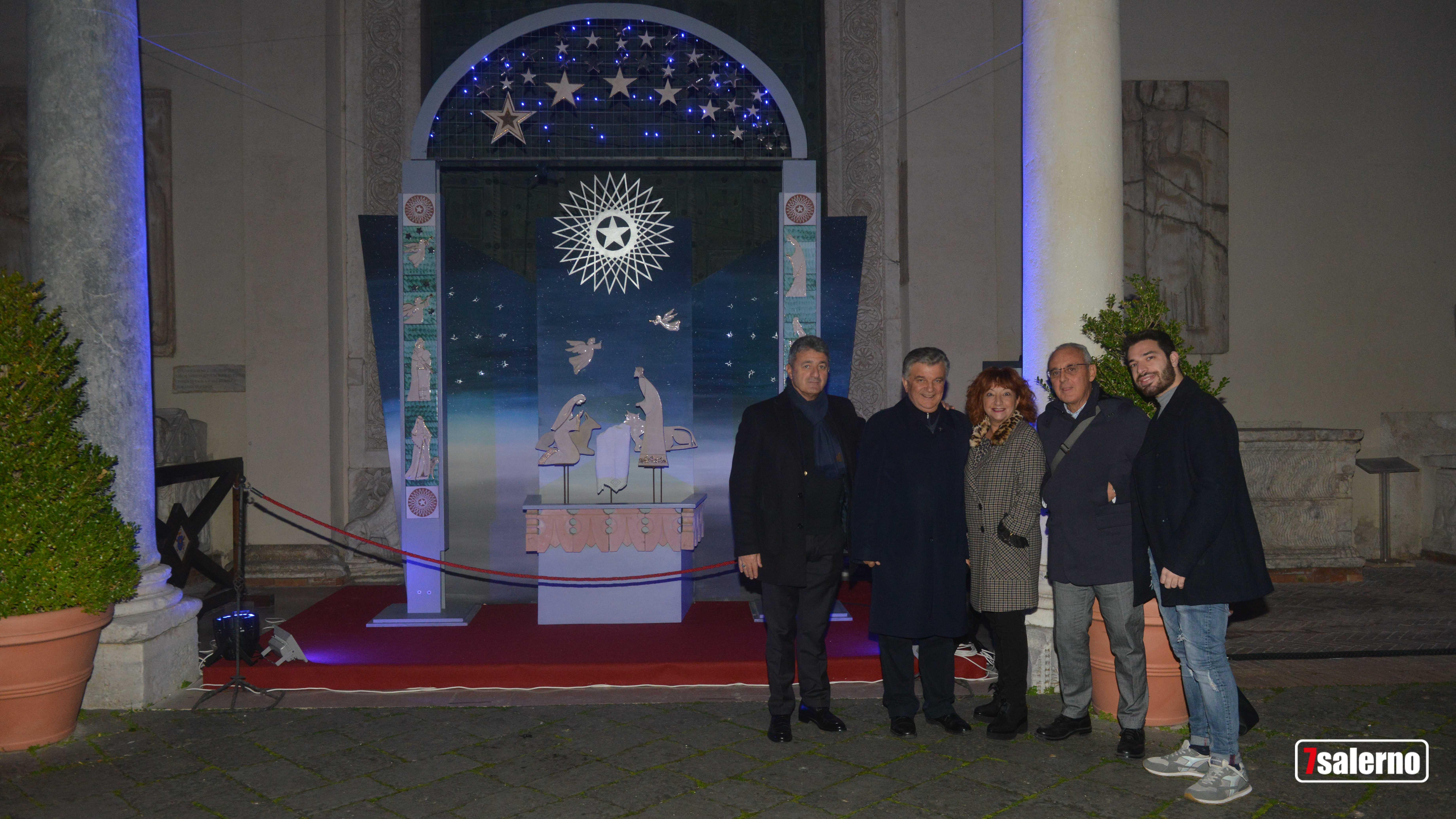 al centro la Preside Andreola, a sx don Michele Pecoraro Parroco del Duomo di Salerno, a dx il professore Apicella e lo studente Giuseppe Vitale