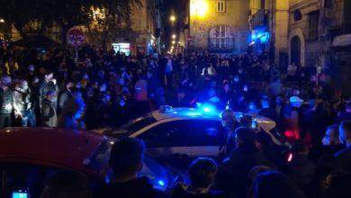 Photo of Napoli e Salerno: Contro il Coprifuoco per il Covid-19 la gente scende in piazza