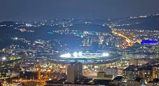 Maradona-morte-stadio-luci-accese-Napoli-Sky-Sport