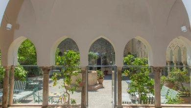Amalfi-SA-Chiostro-moresco-dellHotel-Luna-e-Chiesa-di-SantAntonio-